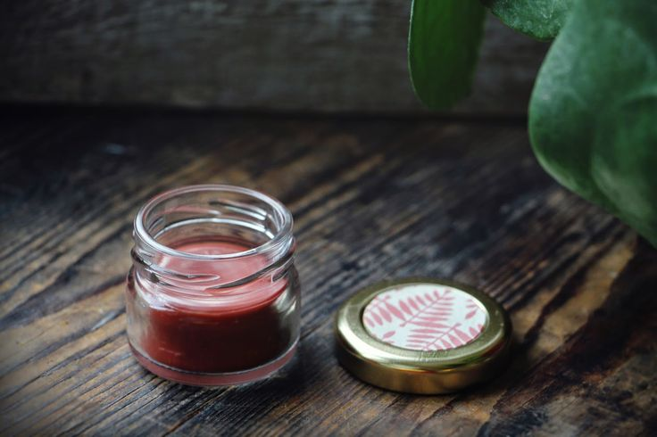 Hemmagjort Läppbalsam färgat med Mineralrouge / Homemade tinted Lip balm - Evelinas Ekologiska http://www.evelinasekologiska.se/
