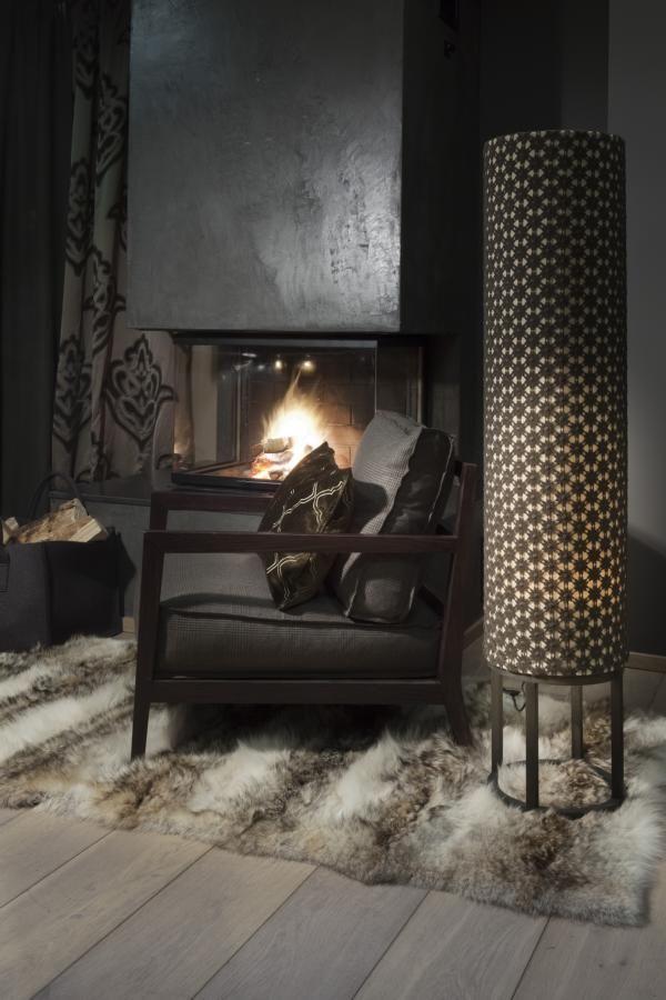 Gemütlich mit flauschigen Polstern vor dem warmen Ofen entspannen.  Fotocredits: FINE