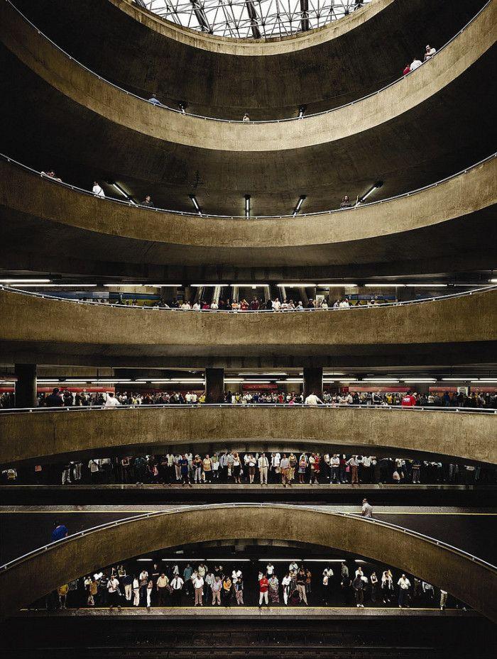 Andreas Gursky - São Paulo, Sé (2002)