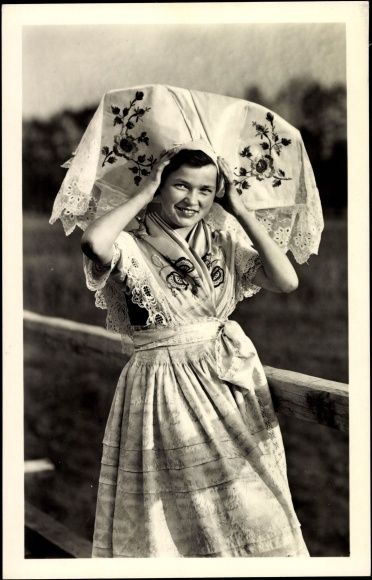 Postcard Trachten Spreewald, Junge Frau, Kopfbedeckung, Rock