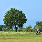 Grand Hotel San Michele sul mare in Calabria. L' albergo dei tuoi sogni immerso nel verde e circondato dal blu. Il campo da golf del Golf club San Michele: il tee della buca 2