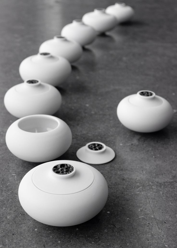 Litted jars. Made of porcelain and clay from greenland. Photo: Angu Motzfeldt