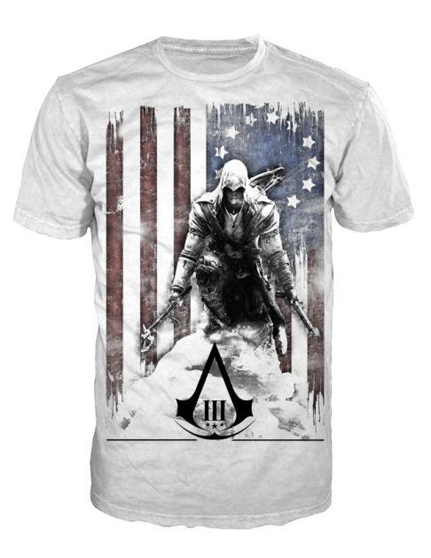 T-Shirt Assassin's Creed 3 de couleur blanc, reprenant le personnage Connor Kenway avec comme fond le drapeau Américain. #logostore #assassinscreed