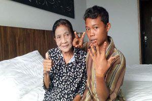 Masih ingat soal pernikahan Selamat (16) dengan Nenek Rohaya (71), tentu masih ingat kan. Karena pernikahan mereka menjadi viral