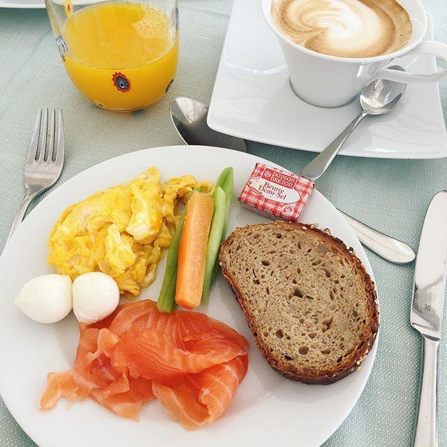Хорошо, что в отеле только завтрак, иначе.... :) всем доброе утро и хороших выходных! #stilouettevenice