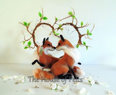 Needle felted fox wedding cake topper by Malachai Beesley of House of Felts.