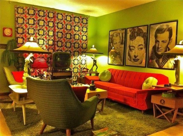 rétro salon canapé rouge et une décoration murale créative