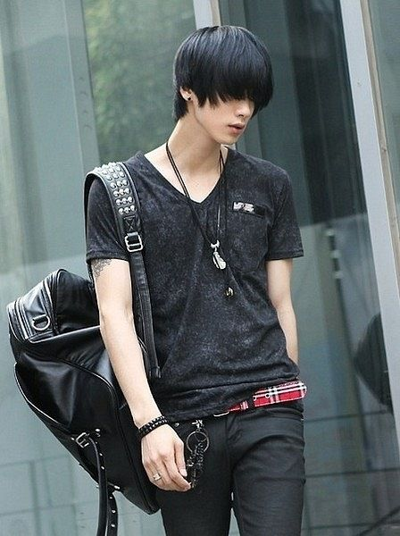 Won Jong Jin Hotty Gotta admit it. He looks cool! Huge bag though. Wonder what it really is.