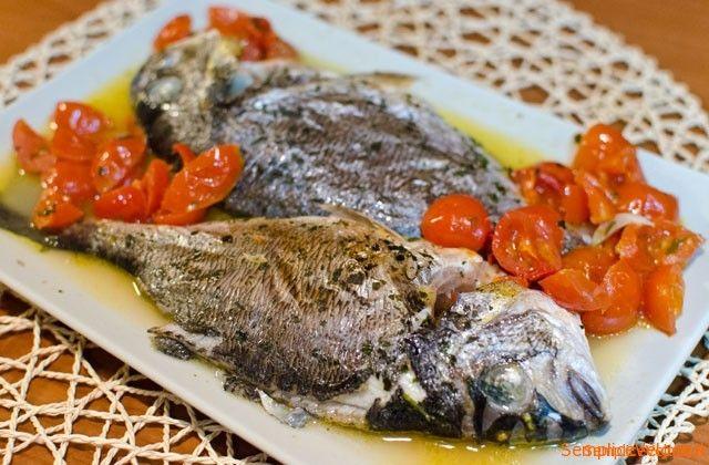 Orata al forno all'acqua pazza è uno dei modi più semplici per preparare il pesce e risultato è garantito, una ricetta gustosissima... :-)