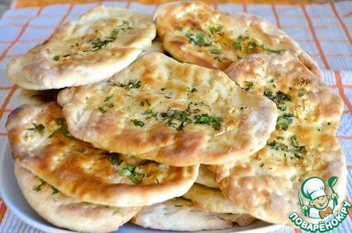 Индийская лепешка наан с чесноком и зеленью - кулинарный рецепт