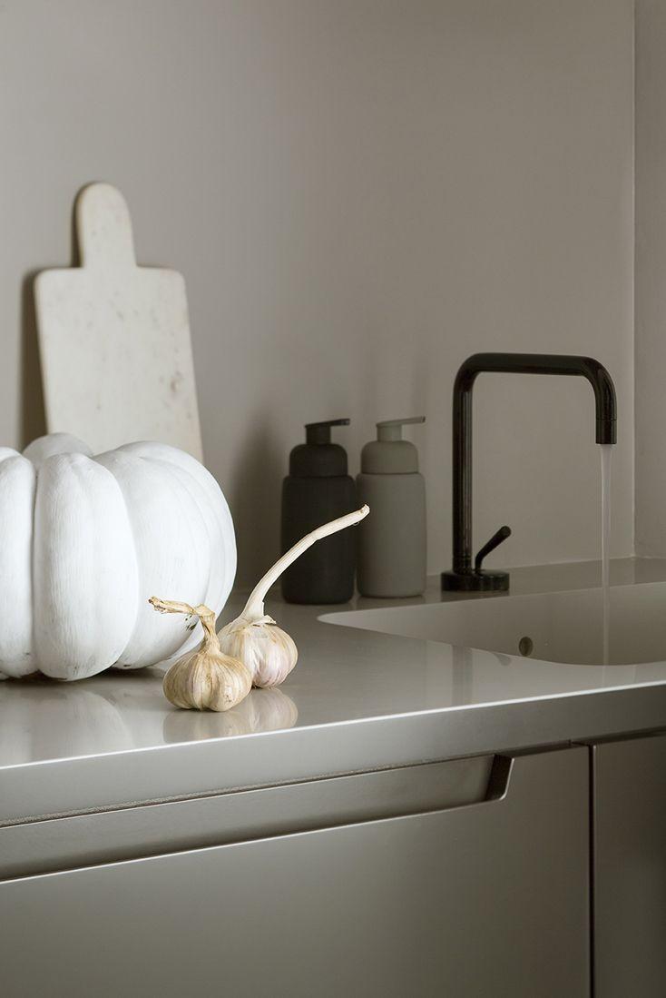 kitchen, black zucchetti isystick, grey interior, grey kitchen