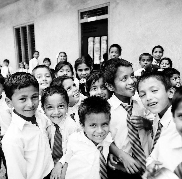 i-rena: ... από ένα Διεφθαρμένο Ορφανοτροφείο του Νεπάλ