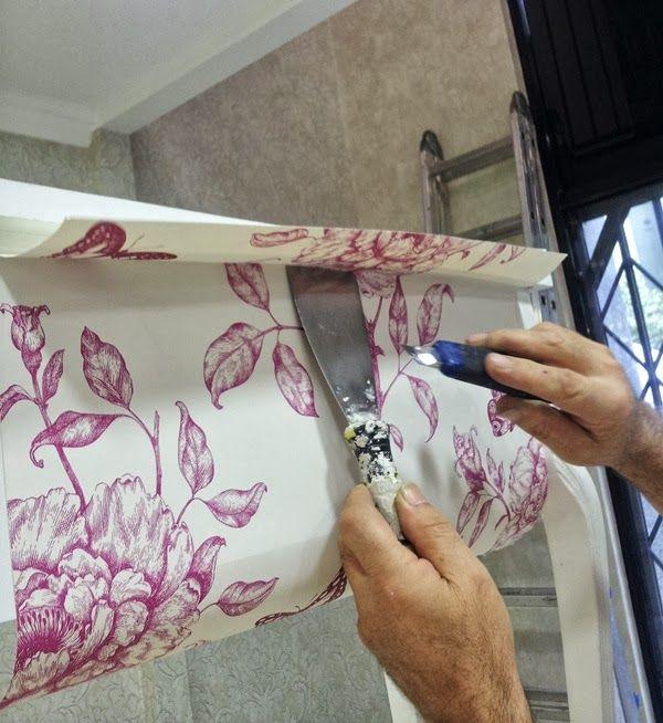 Hoy os traemos uno de los post más espectaculares y mas solicitados, como forrar o empapelar un mueble con papel pintado, para ello hemos so...
