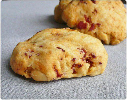Cookies au bacon, romarin  pignons de pin
