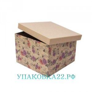"""Подарочная коробка Крафт розы-4  Барнаул  Подарочная квадратная коробка """"Розы крафт"""" с трендовым винтажным принтом российского дизайна. Отлично подойдет как для упаковки сюрприза, так и в качестве самостоятельного подарка - например, шкатулки для хранения мелочей или оформления тематической фотосессии. Коробка картонная это один из самых популярных вариантов в упаковке подарков. Момент ожидания чуда, когда мы открываем крышку. Важна практическая составляющая, плотный материл отлично защитит…"""