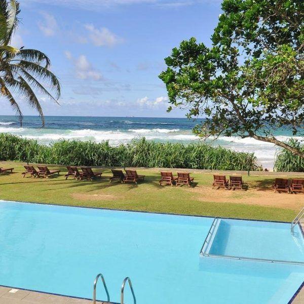 Отель Koggala Beach расположен в местечке Коггала, где один из лучших пляжей Шри Ланки, в 8 км от города Галле. Номерной фонд отеля Koggala Beach: 102 номера. Номера отеля с видом на море оборудованы кондиционером, балконом, телевизором, мини-баром и сейфом, ванной комнатой и феном.  Можно заказать экскурсий на черепаховую ферму, в национальный парк Удавалаве и заповедник Синхараджа.http://www.bontravel.com.ua/tours/hotel-koggala-beach-koggala-shri-lanka/  #отдых #путешествия