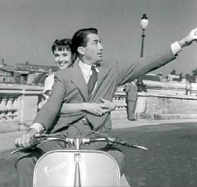 Gregory Peck and Audrey Hepburn, in Vacanze romane (Roman Holiday), William Wyler (1953) #simplywoman #audrey