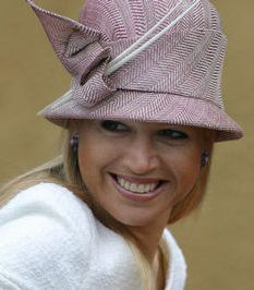 Princess Máxima | The Royal Hats Blog| Maxima's hats suddenly decreased in size during her first pregnancy. Looking back now, we all should have guessed Princesses Amalia, Alexia and Ariane were all going to be girls because their mother certainly had pink on the brain.
