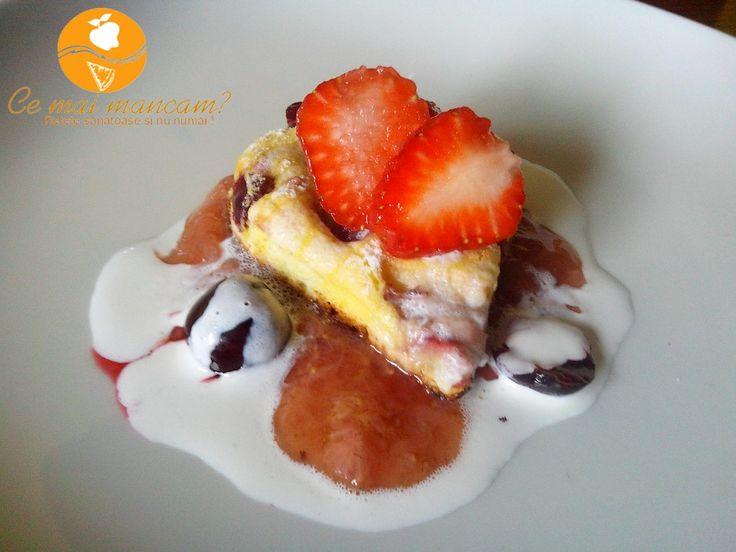 Pandispan cu fructe si sos light de capsuni | http://cemaimancam.ro/pandispan-cu-fructe-si-sos-light-de-capsuni/