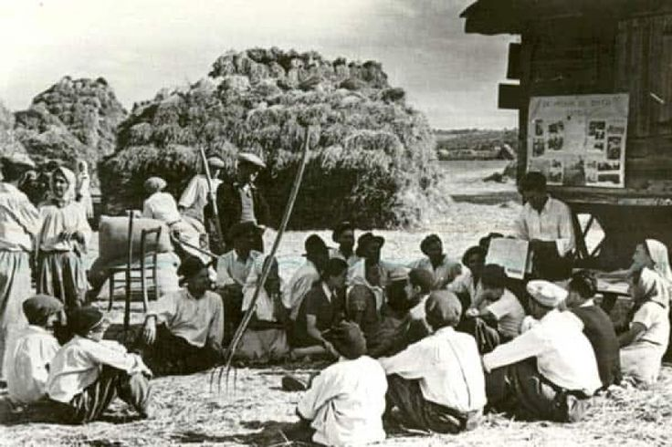 De vorbă cu sătenii, din 1928 http://www.antenasatelor.ro/destine-rom%C3%A2ne%C8%99ti/6547-de-vorba-cu-satenii,-din-1928.html