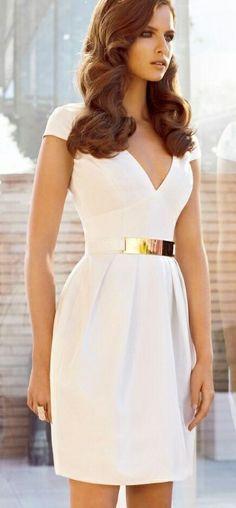 El minimalismo también se abre camino entre las novias y las bodas civiles gracias a este vestido