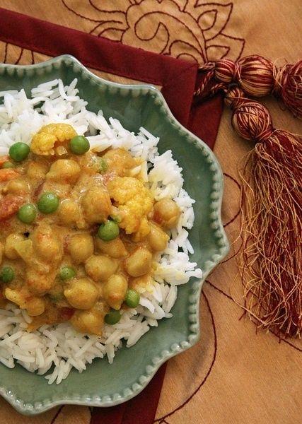 Curry végétarien au lait de coco, pois chiche et choux fleur