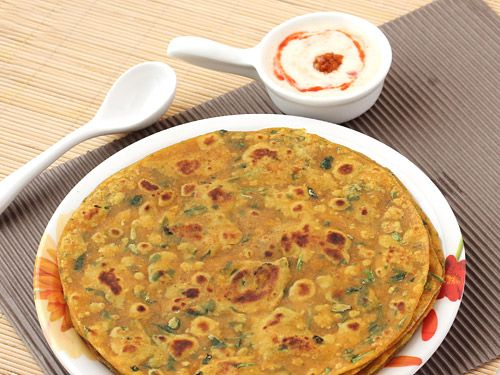 Methi Thepla - Gujarati Snack - Soft Indian Style Flat Bread made with Whole Wheat Flour, Fenugreek Leaves and Basic Indian Cooking Spices - Step by Step Photo Recipe