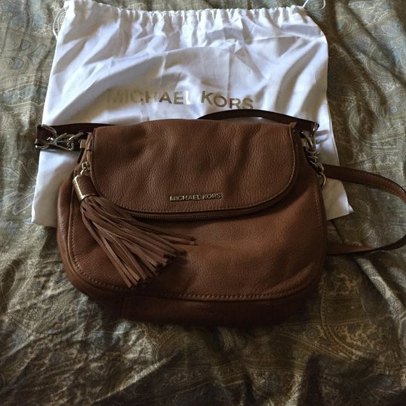 Micheal kors cross body bag Almost new. Used a handful of times. Amazing condition. Have a secret wallet type of compartment perfect if you don't want to carry your wallet. Willing to trade MICHAEL Michael Kors Bags Crossbody Bags