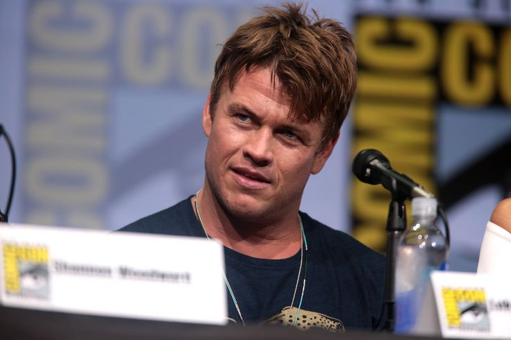 """Luke Hemsworth speaking at the 2017 San Diego Comic Con International, for """"Westworld"""", at the San Diego Convention Center in San Diego, California.  Please attribute to Gage Skidmore if used elsewhere."""