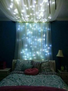 Easy dorm room decoration! I love this