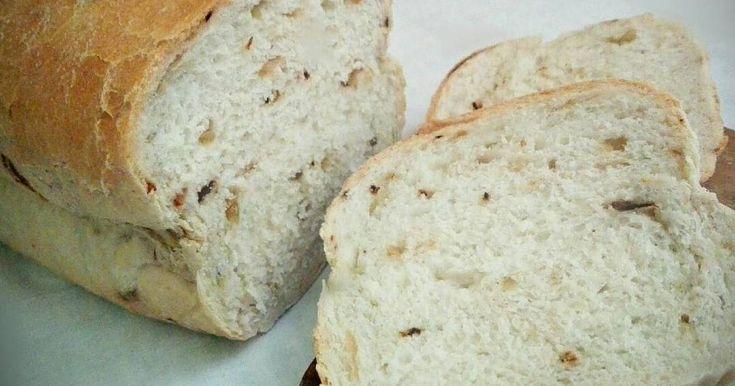 Mennyei Hagymás kenyér recept! Vékony, ropogós héjú házi kenyér, pirított hagymával.