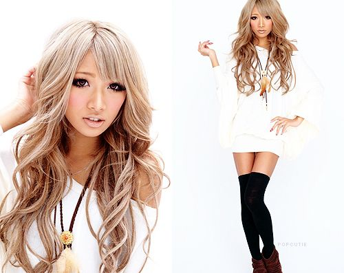 ash blonde hair. I like the color of her ends.