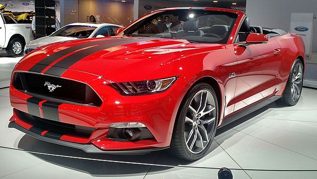 Mustang, na versão conversível: muscle car no Brasil