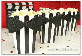 #Oscar #AcademyAwards #Parties #Party #Decorations #Ideas #Popcorn #Cups with black bow ties ... so cute ... #DIY ...