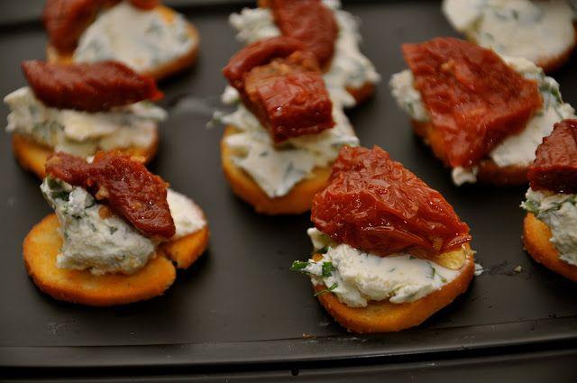 Små hapsere med flødeostcreme og soltørrede tomater