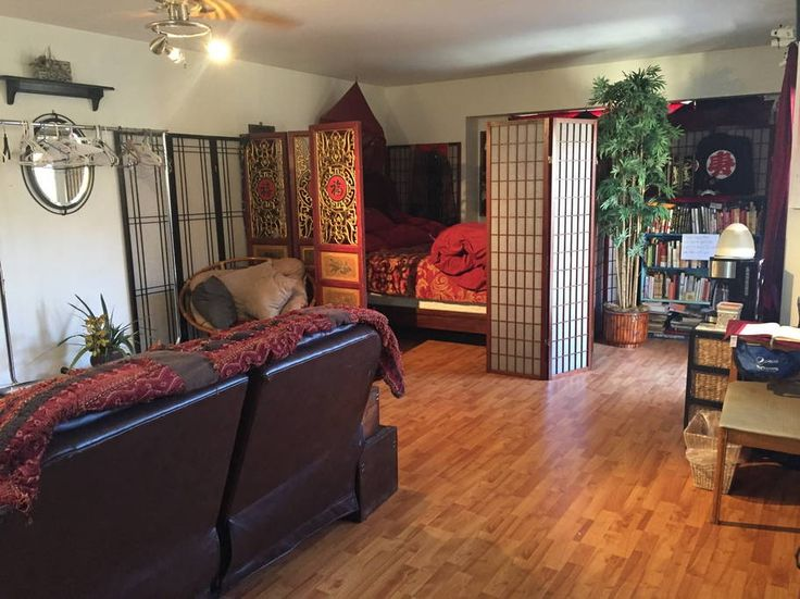 RENTAL House in Las Vegas, United States. Large oversized Master Suite with own private entryway,  parking space, bathroom with fridge, microwave, coffee machine, recliner leather love seat couch, work desk, 50 inch TV with cable.  All the amenities.  1.5 miles to the Vegas strip ➤➤➤ Get $35 credit for AirBNB travel destination if you sign up with this link. https://www.airbnb.com/c/leet251?s=8