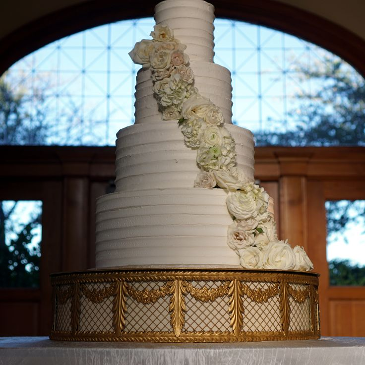 Our newest cake stand, The Faberge. This large 26 inch formal plateau is available with ten different color inserts. Available for rent to Dallas Fort Worth DFW Brides. Fab cake by Creme de la Creme at the Ashton Depot. Large gold cake stand, wedding inspiration. White on white wedding. Formal wedding cake. European wedding look.