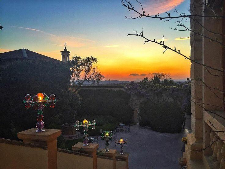 Cala il sipario del #vinitaly2016 e ci si gode lo spettacolo della #natura al @byblos.art.hotel - #Verona #landscape #sunset #luxury #arthotel #beautiful #moments #emotions #picoftheday #love #focus #follow #capture #instanature #instadaily #view #instatravel #italy #daianalorenzato #italianexperience #sky #ig_verona #igersverona