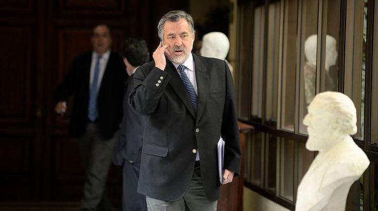 Guillier enfrenta su flanco débil y defiende uso de cámara oculta en caso de juez Calvo - Teletrece