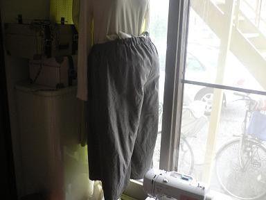 グレーのダンガリー風リネン丈夫ですがすごく手触りが良いです微起毛かな?と思うくらいやわらか。撮影トルソーは9号、腹部にバスタオル入れてます。おおきなおなかの方...|ハンドメイド、手作り、手仕事品の通販・販売・購入ならCreema。
