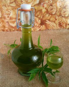 Liquore di erba cedrina, particolare per le sue proprietà digestive, dal sapore aromatico di limone e dal colore giallo/dorato evoca tempi antichi.
