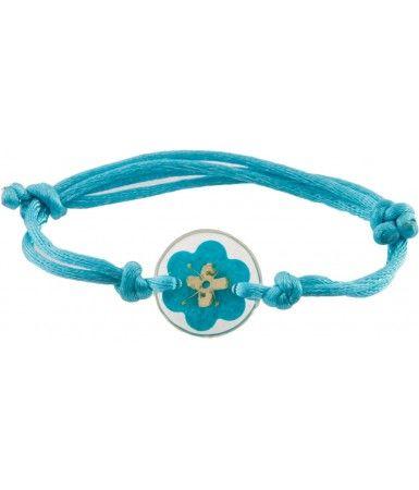 ► No la típica pulsera. Esta pulsera ingeniosa tiene una flor natural prensada en resina, con un listón de cola de rata. Es azul turquesa, ajustable y hecha a mano. Las dimensiones indicadas son para el dije de resina redonda en sí. #recuerdos #xv #años