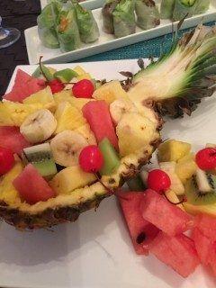 フルーツ盛り合わせo  パイナップルでお皿を作って見ました 以外と難しかった  次回はスイカに挑戦しよっと  料理は楽しいねぇ   #フルーツ   tags[福岡県]
