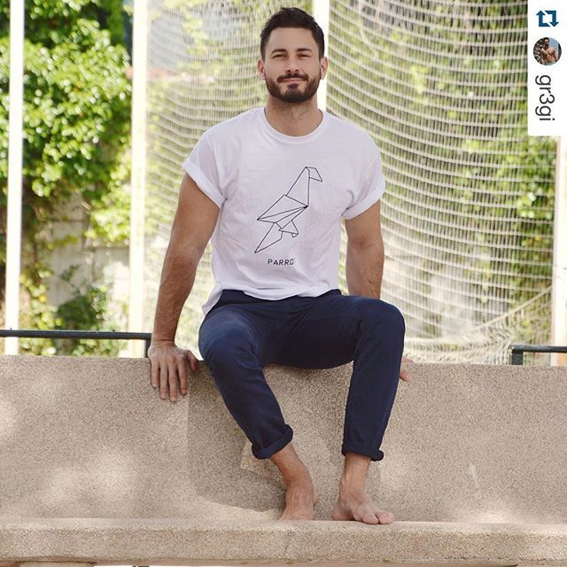 #Repost @gr3gi with @repostapp. ・・・ Be happy. Be fun. Be a parrot.  T-shirt by @dshirt14 | Snapchat: gr3giii #dshirt #parrot #white #tshirt  #vsco #vscocam #origami #geometric #bearded #beard  #pappagallo #etsy #menstyle #fashionblogger #mensfashion #menwear #urbanwear #etsyshop #etsyseller #fashionoftheday