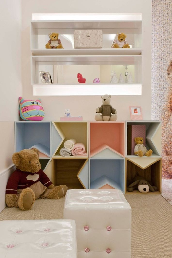 If you have the chance to designate a space in your house for your little ones, I have some great ideas to inspire you. Growing with a special place at home, makes children feel like an equally important part of your household. A 'playroom' can simply be a corner where children can dream comfortably surrounded…