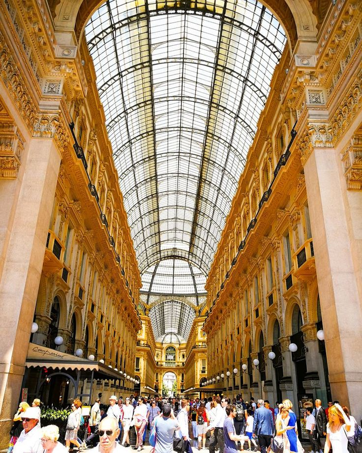 Galleria d'oro... @huaweimobile @leica_camera @huaweimobileit #HuaweiSpecialForce #HuaweiP10plus #P10PlusBetaTest #OOO #ig_italia #igersitalia #TakenWithHuawei    #architecture  #building #architexture #city #buildings #urban #italy #italian #italia #foto_italiane #travel #traveling #italyiloveyou #italianstyle #italygram #street #citylife #cityscape #cities #instatravel #travelstyle #ig_milano