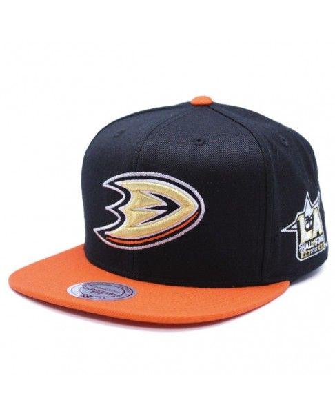 Gorra de hockey de los Anaheim Ducks de la NHL modelo Asg Foil 464 de la  Mitchell   Ness. Es una gorra snapback 4216cfad69b