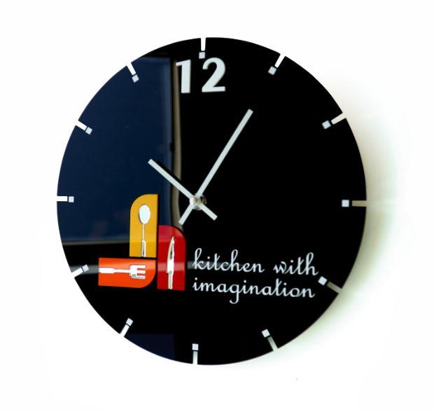 Čierne okrúhle hodiny do kuchyne