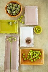 Sthåls's everyday ceramics is made of stoneware, which makes it highly durable. Oven, dishwasher and microwave safe.
