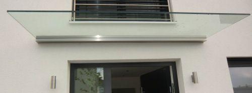 Glas-Vordach DURA Wandprofil aus Aluminium trägt das Glasvordach